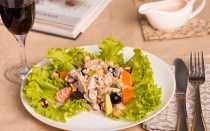 Салаты с виноградом: рецепт с курицей